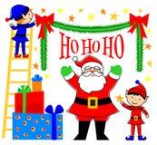 Santa ed elfi che decorano Fotografia Stock Libera da Diritti
