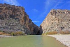 Santa Elena Canyon e Rio Grande River, parque nacional de curvatura grande, EUA imagem de stock