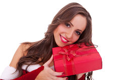 Santa embrassant un petit cadre de cadeau Image stock