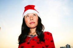 santa för asiatisk hatt slitage kvinna Royaltyfri Foto
