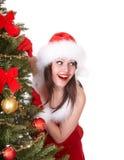 santa för hatt för julgranflicka tree Arkivfoto