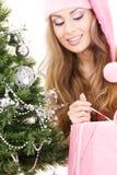 santa för hjälpreda för flicka för askjulgåva tree fotografering för bildbyråer