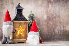 Santa för julgnomund hatt Den Seamless modellen kan användas för wallpaperen, modellpåfyllningar, rengöringsduksidabakgrund, surf Arkivbilder