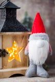 Santa för julgnomund hatt Den Seamless modellen kan användas för wallpaperen, modellpåfyllningar, rengöringsduksidabakgrund, surf Arkivbild