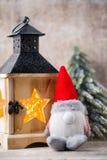 Santa för julgnomund hatt Den Seamless modellen kan användas för wallpaperen, modellpåfyllningar, rengöringsduksidabakgrund, surf Royaltyfri Bild