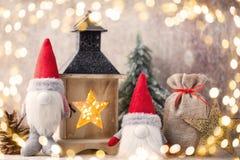 Santa för julgnomund hatt Den Seamless modellen kan användas för wallpaperen, modellpåfyllningar, rengöringsduksidabakgrund, surf Royaltyfria Bilder