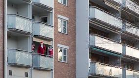 Santa On falsa un balcone fotografia stock libera da diritti