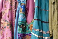 Santa Fe d'abbigliamento brillantemente colorato, New Mexico Immagini Stock