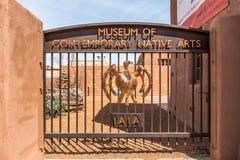 SANTA FE som ÄR NYTT - Mexico, USA, April, 4, 2014: Nyckel till museet av moderna infödda konster, Santa Fe som är ny - Mexiko Arkivfoto