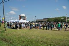 Santa Fe, Texas, EUA, o 29 de maio de 2018: Cerimonia comemorativa da posse dos estudantes antes de retornar de volta à escola imagem de stock
