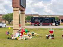 Santa Fe, Texas May 2ø 2018: Cruzes memoráveis estabelecidas fora de Santa Fe High School Imagem de Stock Royalty Free