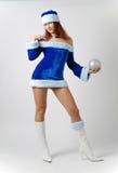 Santa femelle dans costumé sur le fond clair Image stock
