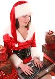 Santa-fille avec l'ordinateur portatif Images libres de droits