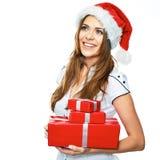 Santa Girl que sostiene la caja de regalo roja Aislante sonriente del retrato de la mujer fotografía de archivo