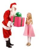 Santa Gives en gåva till en lycklig liten flicka arkivbilder