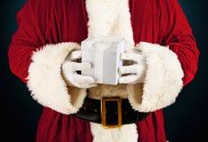 Santa: Guardando uma caixa de presente branca Fotografia de Stock