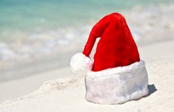 Santa hat is on a beach Royalty Free Stock Photography