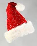 Santa Hat rouge colorée avec des étoiles de scintillement Photographie stock