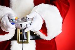 Santa : Jouer un jeu vidéo Image libre de droits