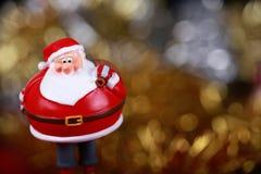 Santa klauzula przynosi prezent kartę Obraz Royalty Free