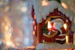 Santa klauzula w domu Obraz Royalty Free