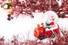 Santa Krystaliczna śnieżna piłka na Bożenarodzeniowym tle Zdjęcie Royalty Free