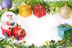 Santa Krystaliczna śnieżna piłka na Bożenarodzeniowym tle Obraz Stock