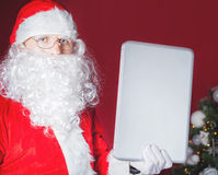 santa lap-top εκμετάλλευσης υπολογιστών Claus Στοκ εικόνες με δικαίωμα ελεύθερης χρήσης