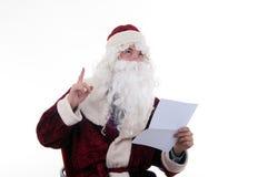 Santa legge la lettera Fotografia Stock Libera da Diritti