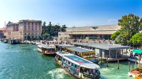 Santa Lucia Railway Station Ferries Tourists Grand Canal Venecia Fotografía de archivo