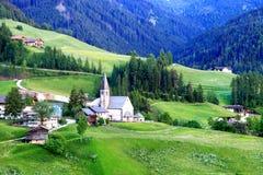 Santa Maddalena Church em Val di Funes, Itália fotografia de stock royalty free