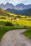 Santa Maddalena-Dorf vor der Odle-Dolomit-Gruppe Lizenzfreie Stockbilder