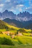 Santa Maddalena-Dorf vor der Odle-Dolomit-Gruppe Lizenzfreies Stockfoto