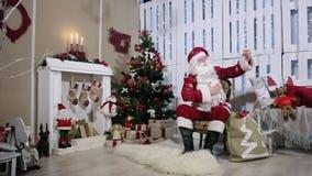 Santa Make Selfi His Smartphone, sitio con almacen de video