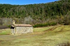 Santa Margarida Church en Santa Margarida Volcano en Olot, España imagen de archivo libre de regalías
