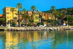 Santa Margherita Ligure cityscape med färgrika byggnader, Liguria, Italien fotografering för bildbyråer
