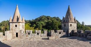Santa Maria da Feira, Portugal - Dachspitze des Haltung Schlosses Castelo DA Feira stockfotografie