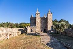 Santa Maria da Feira Portugal - ingången, borggården och uppehället av Castelo da Feira rockerar arkivbild