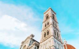 Santa Maria Del Fiore katedra i dzwonnica, Florencja Boczny widok above i jaskrawy niebo Obrazy Royalty Free