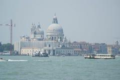 Santa Maria della Salute - die Ansicht von Venedig-Lagune lizenzfreies stockbild