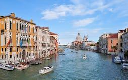 Santa Maria della Salute och storslagen kanal, Venedig, Italien arkivfoton