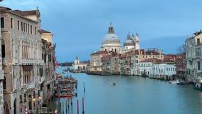 Santa Maria della Salute a tempo di tramonto, una chiesa cattolica a Venezia, Italia stock footage