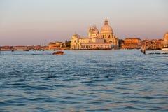 Santa Maria della Salute in Venetië, Italië bij zonsopgang stock foto