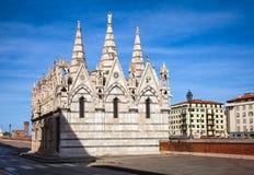 Santa Maria della Spina kyrkaArno River invallning Pisa Tuscan Royaltyfria Foton