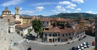Santa Maria delleCarceri kyrka - panorama från kejsares slott i Prato Royaltyfri Foto