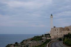 Santa Maria Di Leuca, Włochy Fotografuje brać od drogi ikonowa latarnia morska lokalizować obok bazyliki De Finibus Terrae zdjęcie royalty free