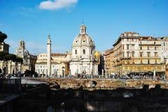 Santa Maria di Loreto århundradekyrka för th 16 i Rome royaltyfria foton