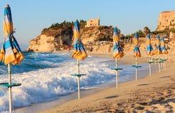 Santa Maria Island y Tropea varan, Calabria, Italia Fotografía de archivo