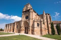 Santa Maria la Real kyrka i Olmillos de Sasamon, Burgos, Spanien royaltyfri foto
