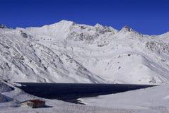 Santa Maria Lake, na passagem de Lucomagno - Suíça imagens de stock